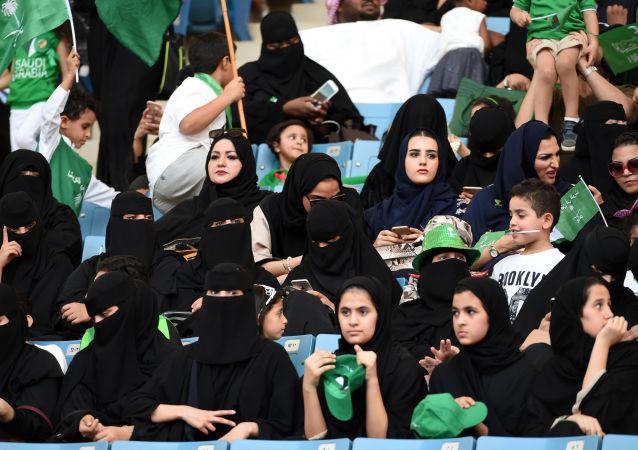 السعودية تسمح للمرأة ولأول مرة بدخول استاد رياضي في اليوم الوطني، الرياض