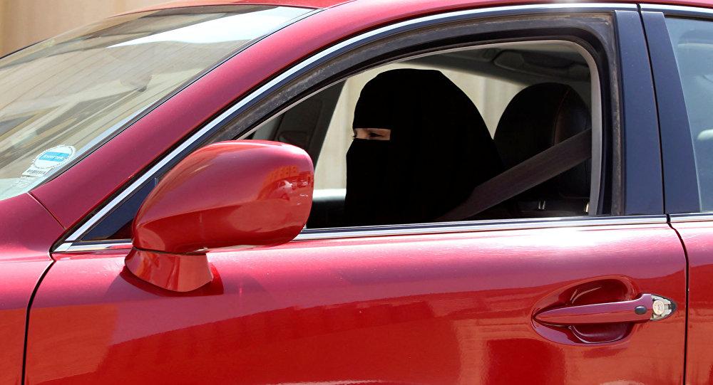 نتيجة بحث الصور عن المرأة السعودية + السيارة