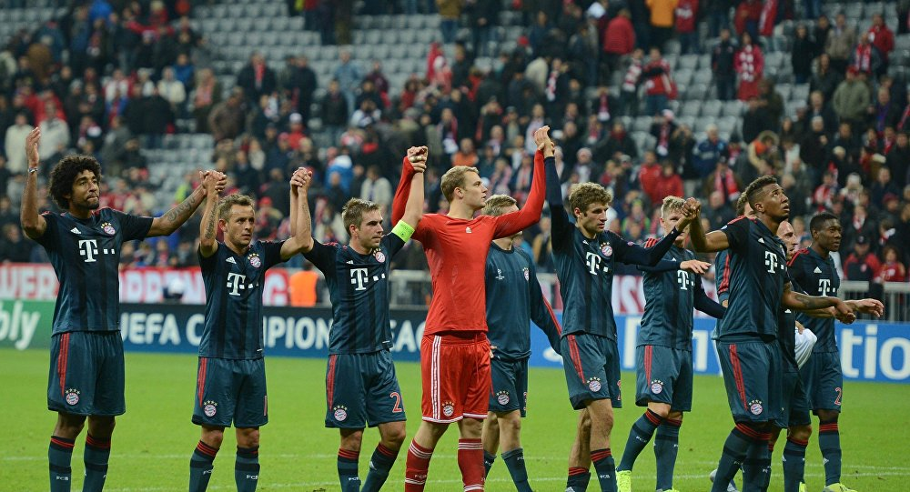 Bayern Munich players acknowledge the fans after the Champions League match against CSKA Moscow, September 17, 2013