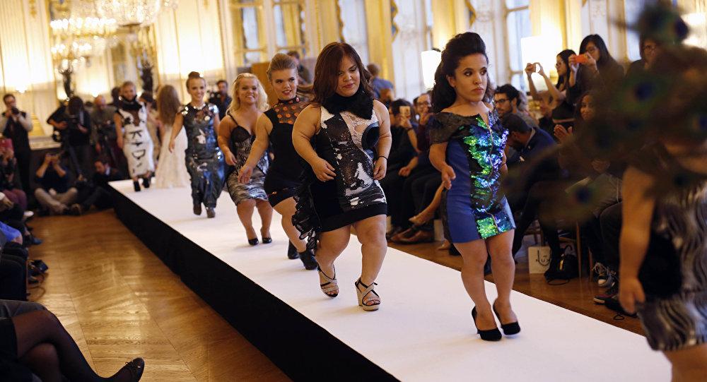 f7ce2050e9daf عرض أزياء لقصيرات القامة في أسبوع الموضة في باريس (فيديو) - Sputnik ...