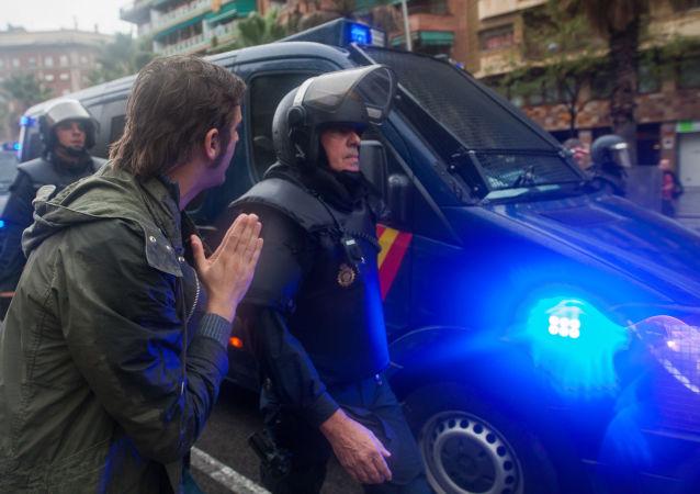 استفتاء كتالونيا - 1 أكتوبر/ تشرين الأول 2017 - الشرطة - إسبانيا