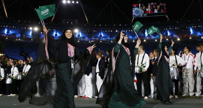 الرياضيات السعوديات خلال حفل افتتاح الألعاب الأولمبية الصيفية 2012، لندن 27 يوليو/ تموز 2012
