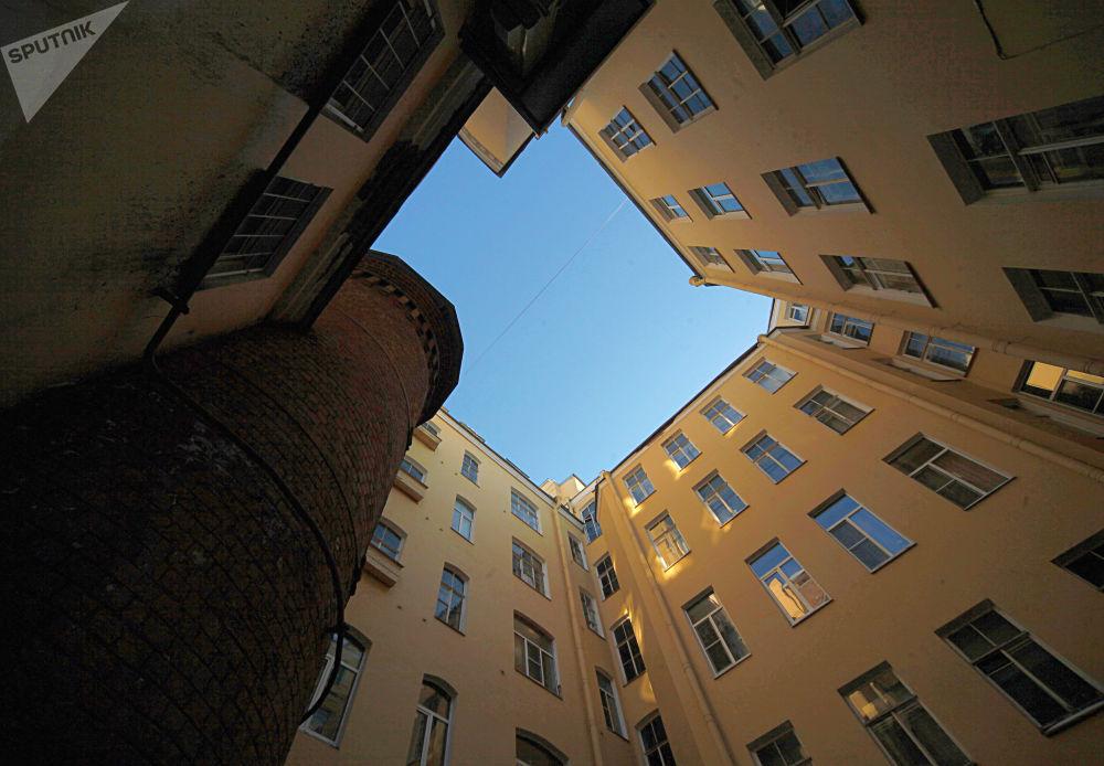برج المرجل، والتي تسمى سان بطرسبورغ يسمى برج غريفين