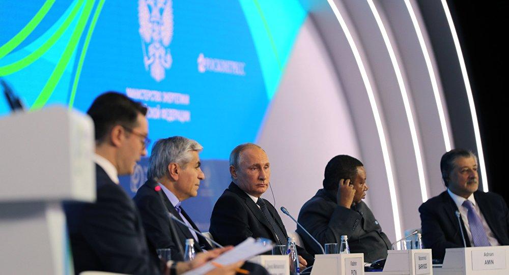 الرئيس الروسي فلاديمير بوتين خلال أسبوع الطاقة الروسي