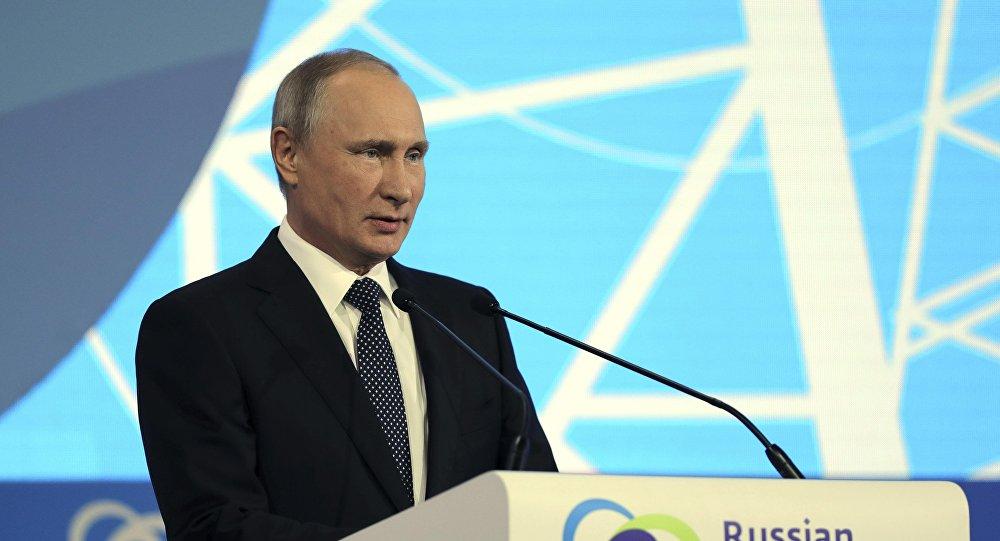 الرئيس الروسي فلاديمير بوتين خلال أسبوع الطاقة الروسية