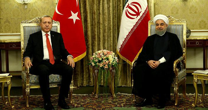الرئيس الإيراني حسن روحاني ورئيس تركيا رجب طيب أردوغان