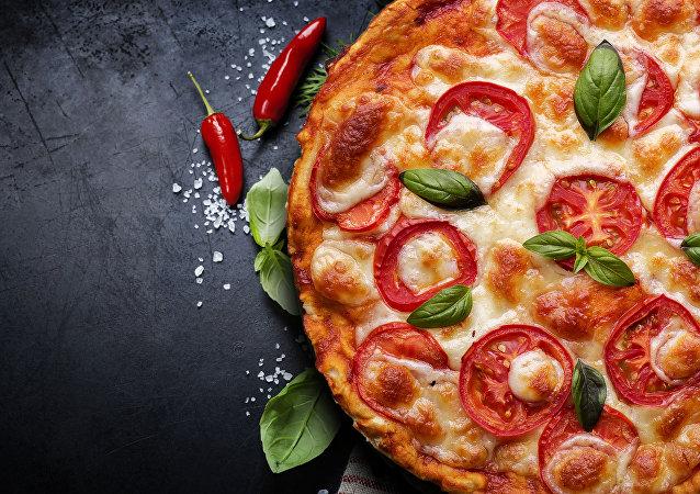 بيتزا مع الفلفل الأحمر
