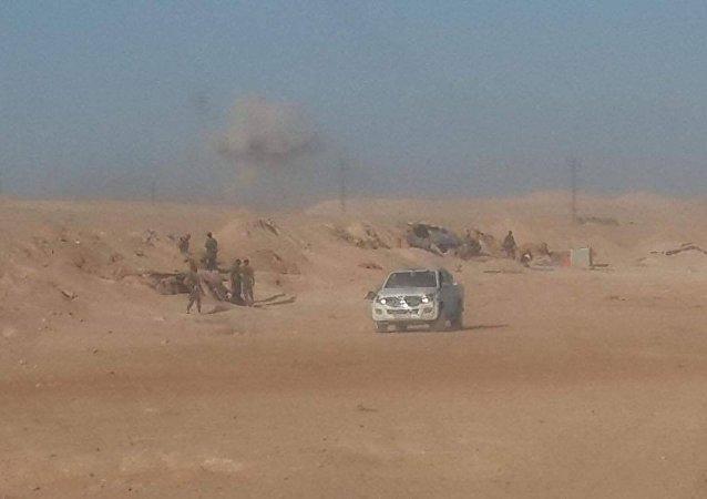 الجيش السوري يوسع دائرة الآمان حول طريق السخنة منعا للخروقات