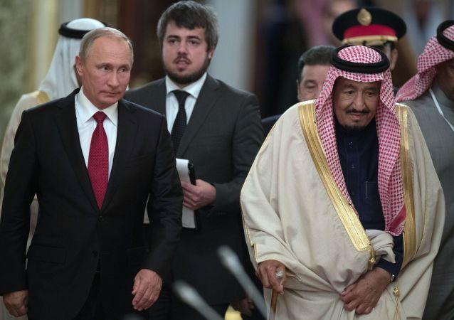 لقاء العاهل السعودي الملك سلمان بن عبدالعزيز آل سعود مع الرئيس الروسي فلاديمير بوتين بالكرملين في موسكو