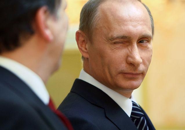 بوتين يغمز