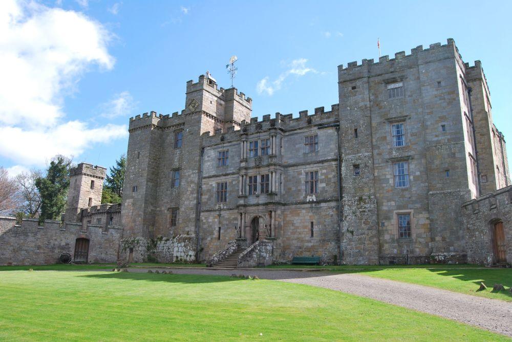 قلعة تشيلينغهام في شمال إنجلترا