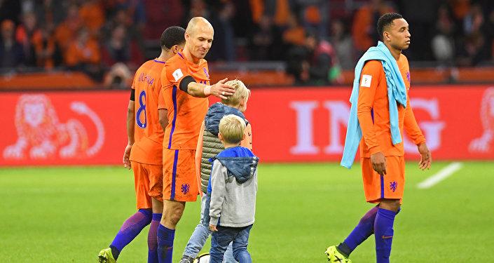 آرين روبن نجم المنتخب الهولندي وخيبة أمل بعد الاخفاق في الوصول لكأس العالم