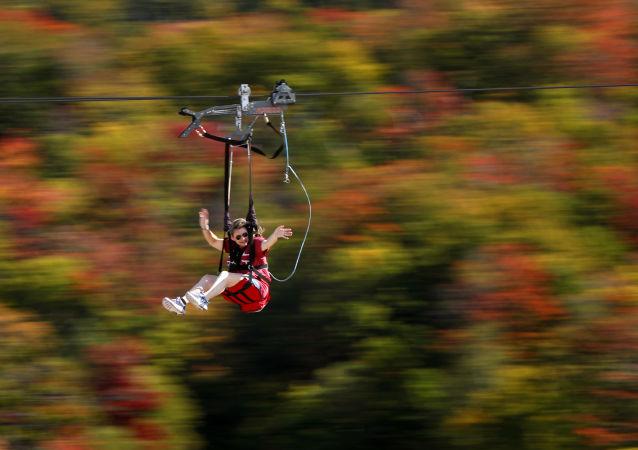 فتاة خلال النزول على الحبل في ولاية ماساشوستس