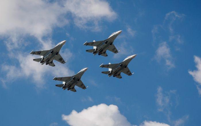 """صقور روسيا """"سو-27"""" تعترض القاذفات الأمريكية… فيديو"""
