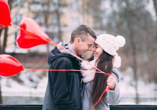 دراسة: الحب يتسبب بزيادة الوزن
