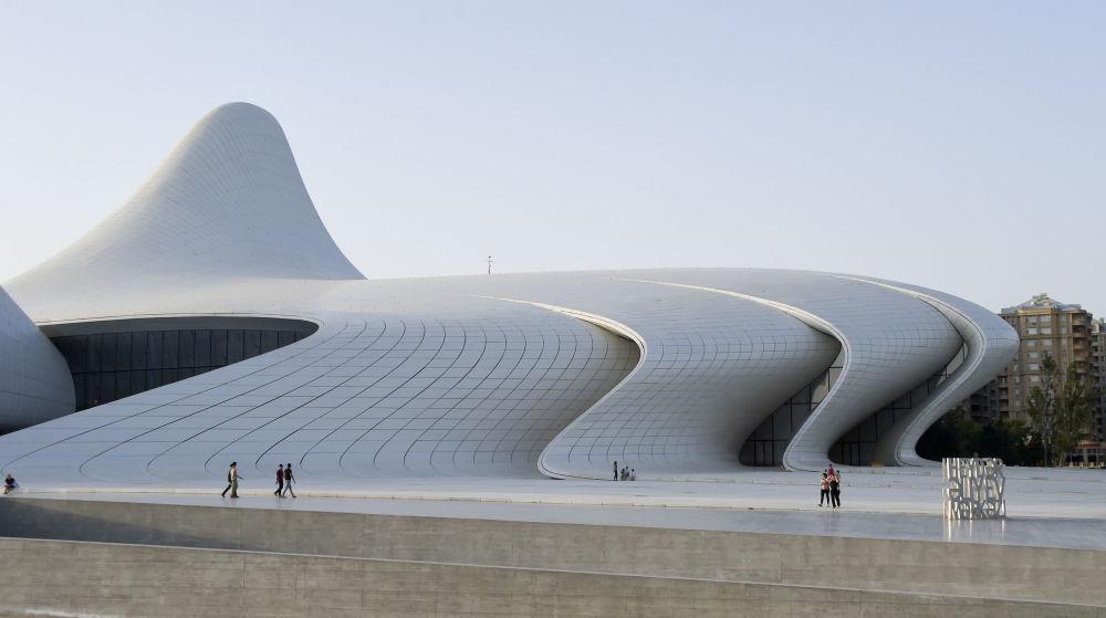 مركز حيدر علييف الثقافي في باكو، أذربيجان