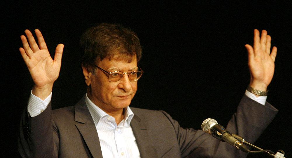 الشاعر الفلسطيني محمود درويش