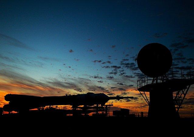 استعدادات لانطلاق مركبة فضائية في قاعدة بايكونور
