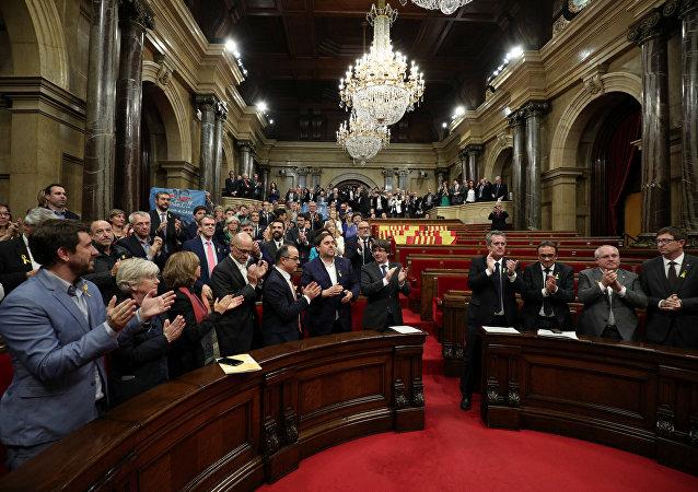 البرلمان الكتالوني يصوت لصالح الانفصال عن إسبانيا