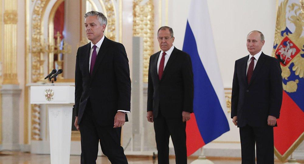 جون هانتسمان بعد اعتماده سفيرا في موسكو