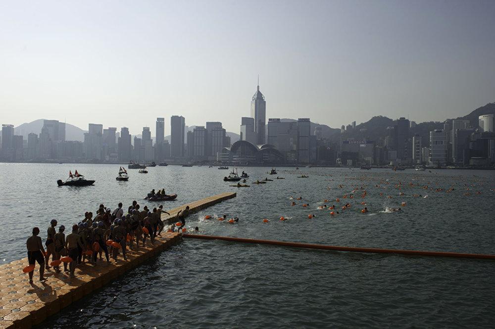 سباق هونكونغ السنوي - شارك في سباق المراكب، حوالي 3000 شخص، في ميناء فيكتوريا في هونغ كونغ في 29 أكتوبر/ تشرين الأول 2017