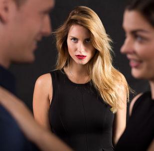 دلائل تكشف خيانة زوجك لك