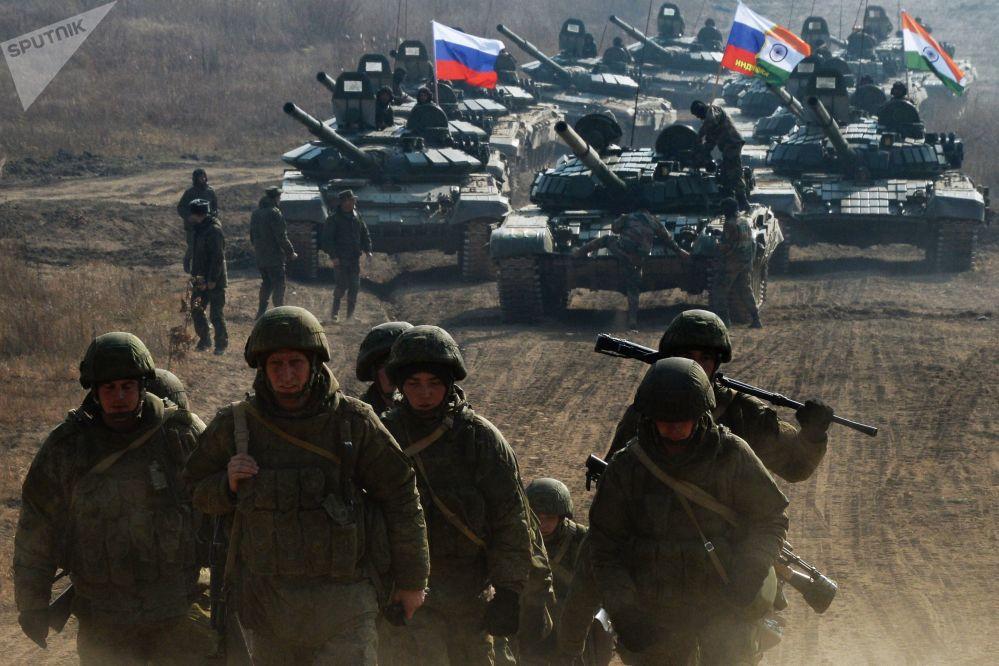 مناورات روسية هندية مشتركة إندرا-2017 في الحقل العسكري سيرغييفسكي في بريمورسكي كراي، روسيا