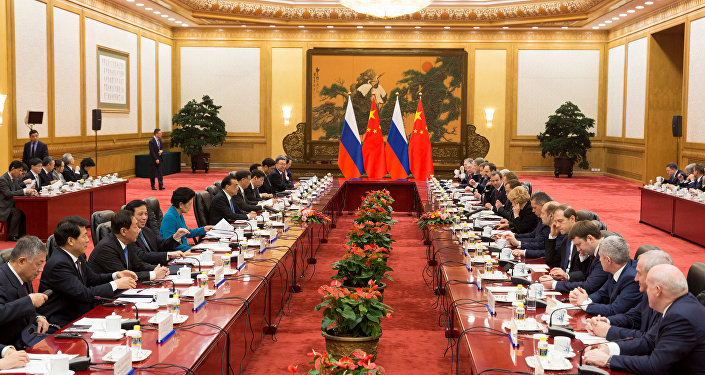 وفد الحكومة الروسية إلى الصين يجتمع في بكين