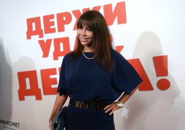 Актриса Елена Беркова на премьере фильма Держи удар, детка!