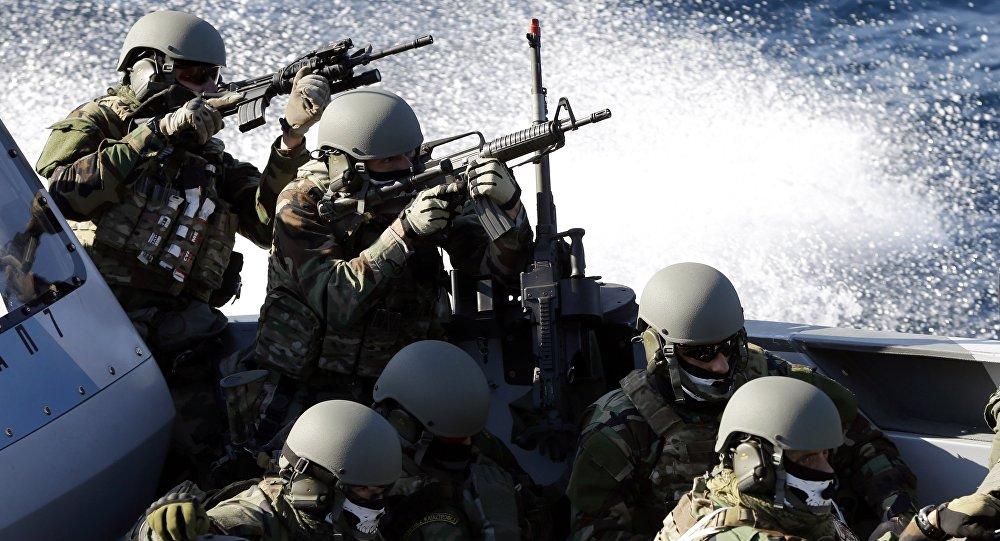 القوات الخاصة التابعة للبحرية اليونانية في أحدى التدريبات