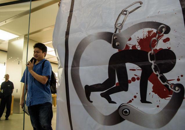مبيعات هواتف آيفون إكس في متاجر أبل بمختلف مدن العالم 3 نوفمبر/ تشرين الثاني 2017 -  هونغ كونغ