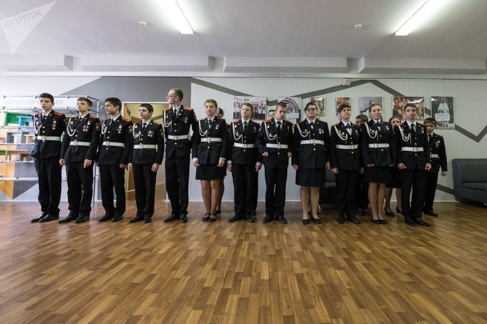 طالبات وطلاب مدرسة موسكو رقم №2036 في موسكو