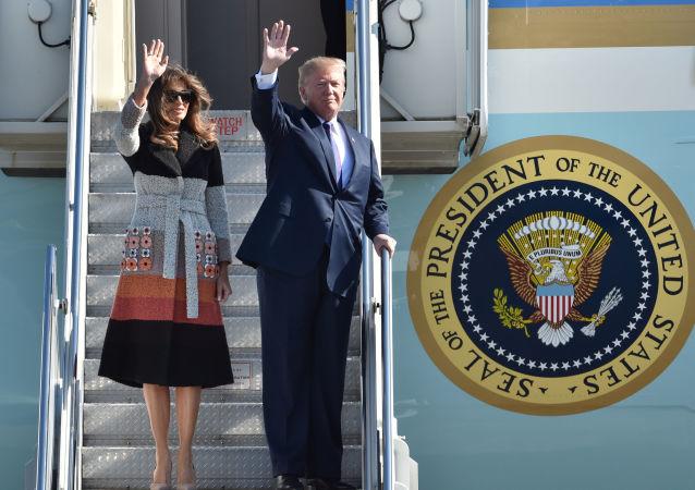زيارة عمل إلى آسيا - الرئيس دونالد ترامب وزوجته ميلانيا ترامب في طوكيو، اليابان 5 نوفمبر/ تشرين الثاني 2017