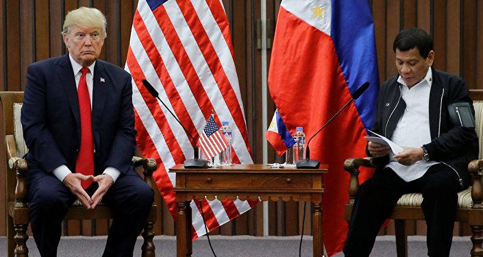 الرئيسان الأمريكي دونالد ترامب و الفلبيني رودريغو دوتيرت