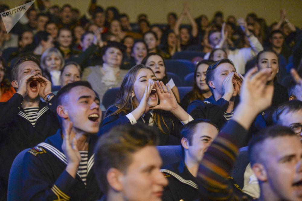 الحضور أثناء مسابقة جمال حسناء وشرف سان بطرسبورغ