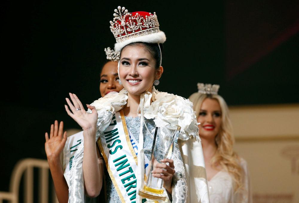 ملكة جمال ميس انترناشنال 2017 في طويكيو، اليابان 14 نوفمبر/ تشرين الثاني 2017 - الفائزة بلقب ملكة جمال ميس انترناشنال 2017 الإندونيسية كيفن ليليانا