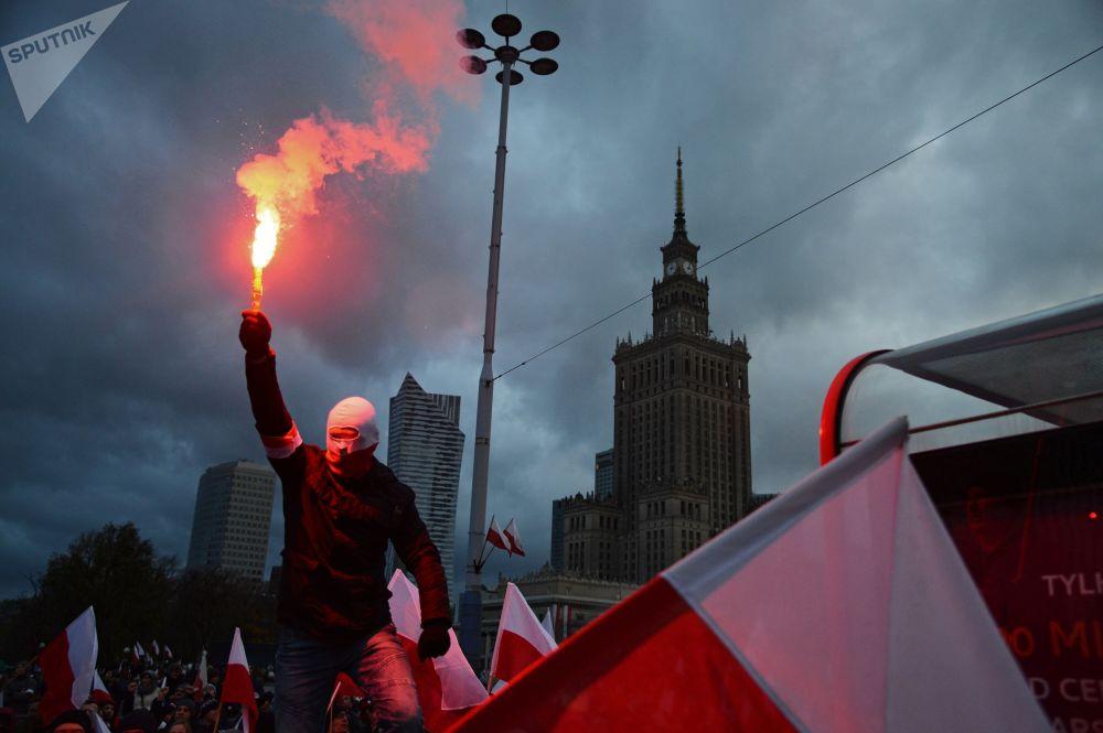 مسيرة يوم الاستقلال في وارسو، بولندا