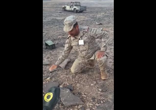 مهارة استثنائية لعقيد سعودي في فك ألغام أنصار الله