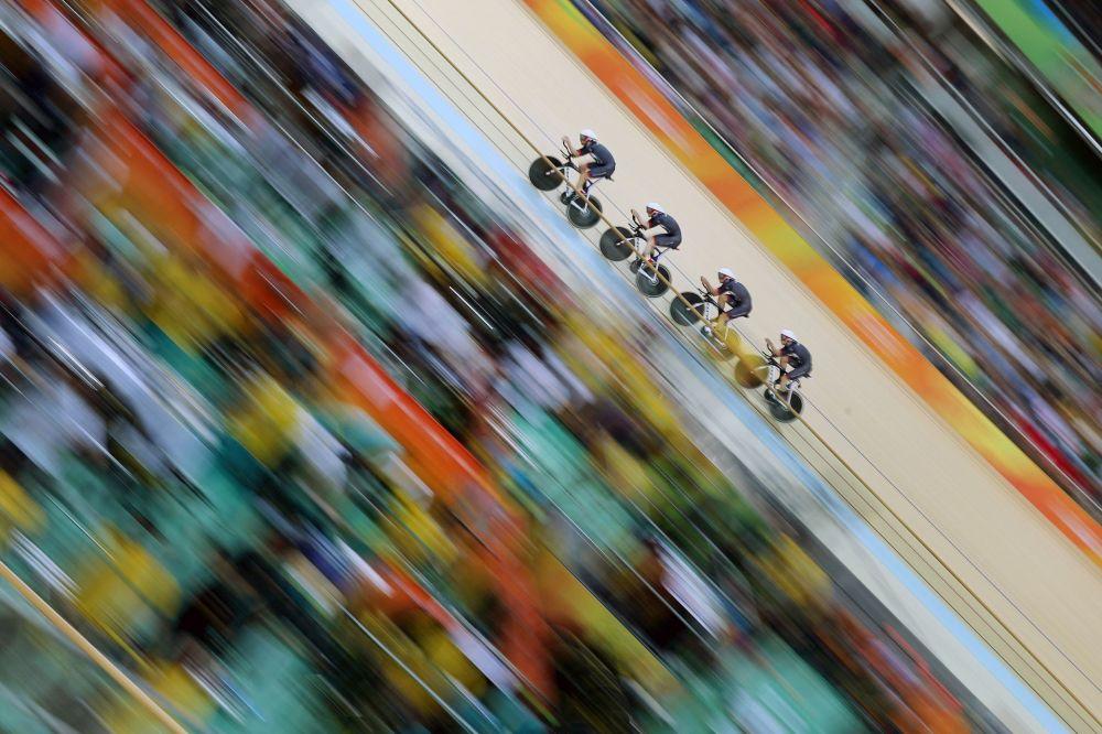 صورة بعنوان فريق بريطانيا العظمى للمصور تيم كلايتون، الحائزة على المرتبة الأولى ضمن المرشحين في فئة الرياضة