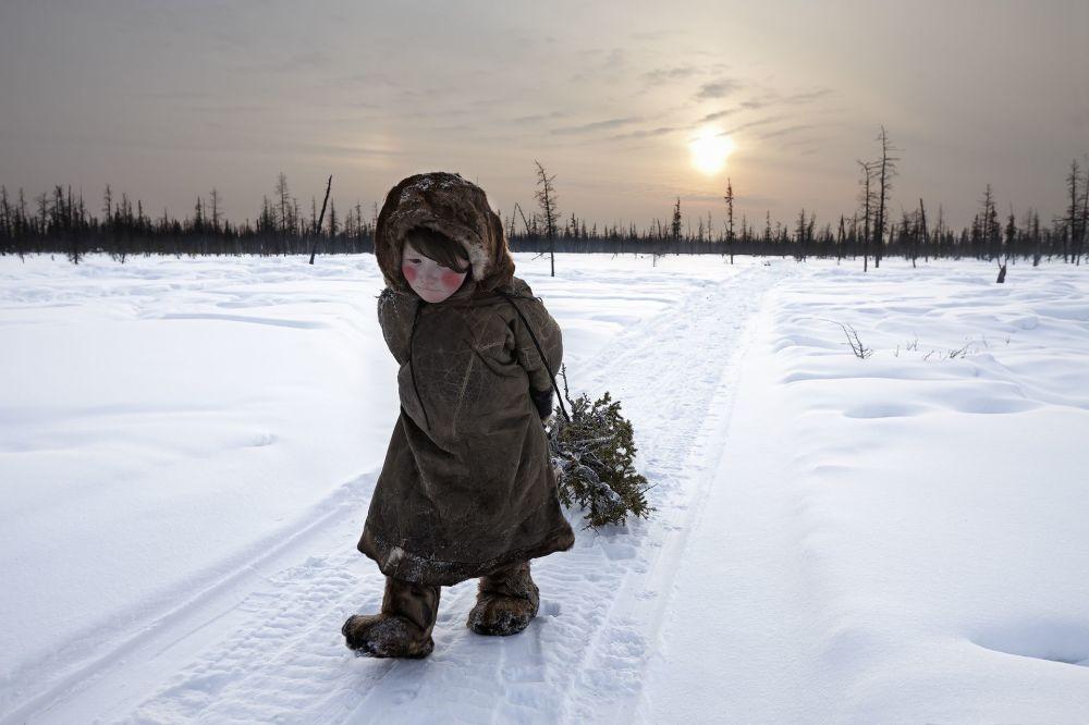 صورة بعنوان في نهاية العالم للمصورة أليساندرا مينيكونزي، الحائزة على المرتبة الأولى في فئة الرحلات والمغامرات