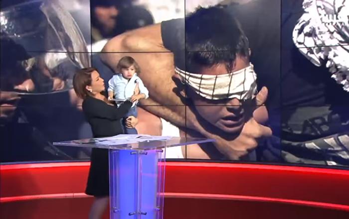 ابن مذيعة يقتحم نشرة الأخبار