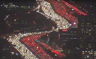 ازدحام مروري رهيب في الطرق السريعة في أمريكا عشية عيد الشكر