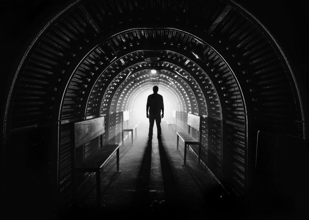 مسابقة التصوير التاريخي لهذا العام (Historic Photographer of the Year) - صورة بعنوان مخبأ حرب العالمية الثانية من الغارات الجوية، للمصور دانيال ساندز