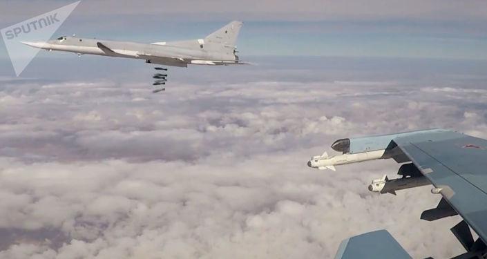 ضربات جوية لطائرات تو-22 إم 3 الروسية على مواقع تنظيم داعش الإرهابي في سوريا