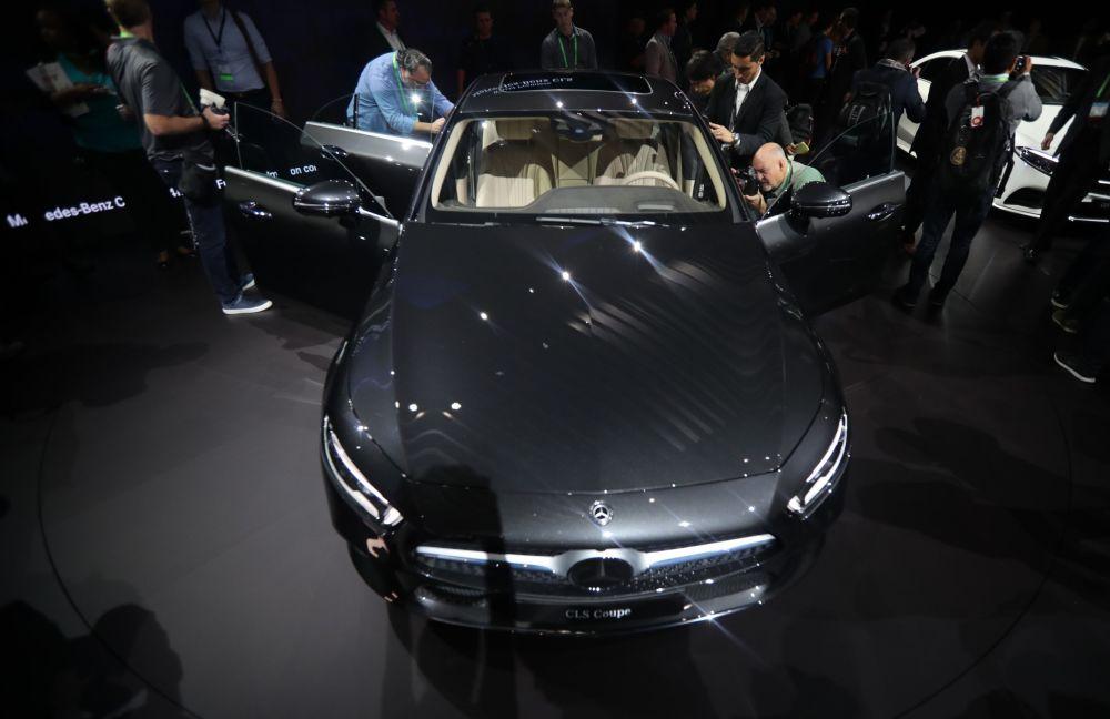 عرض السيارات لا أوتو شو 2017 في لوس أنجلوس - السيارة الجديدة Mercedes-Benz CLS ، كاليفورنيا 29 نوفمبر/ تشرين الثاني 2017