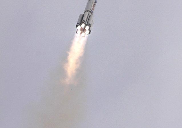 إطلاق قمر صناعي عسكري