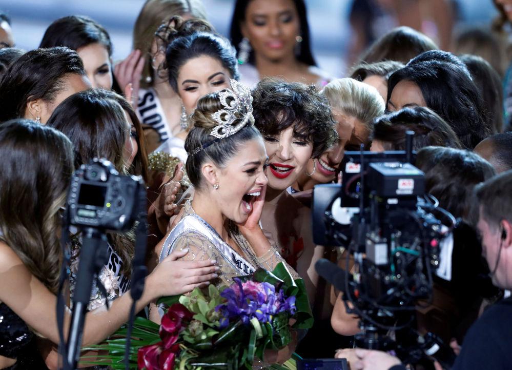 ممثلة جنوب أفريقيا، ديمي لي نيل بيترس، تحصل على لقب ملكة جمال الكون 2017