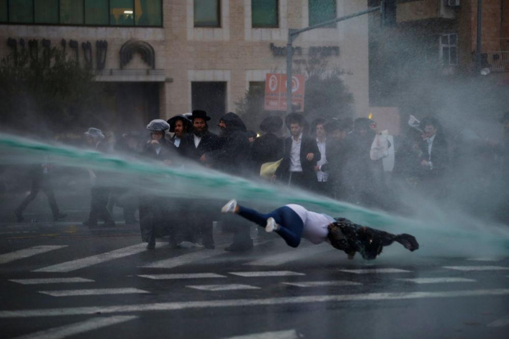الشرطة الإسرائيلية تستخدم مدافع المياه ضد اليهود الأرثوذكس في القدس
