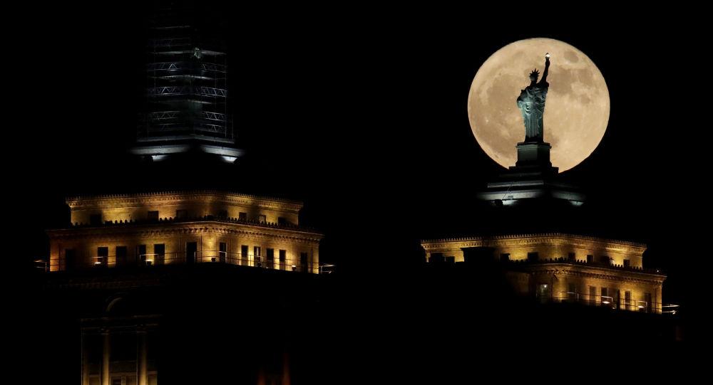 القمر العملاق في نيويورك، الولايات المتحدة