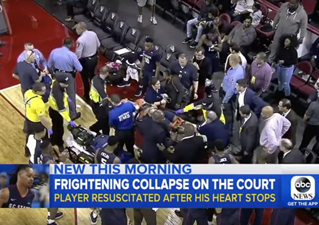 لاعب كرة السلة الأمريكي توقف قلبه خلال المباراة